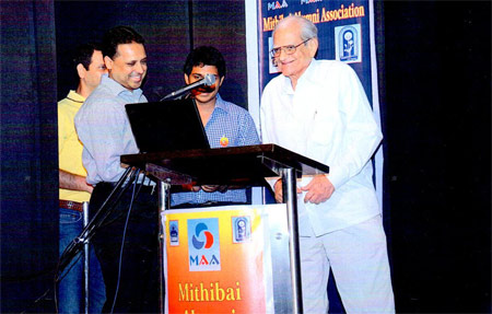 Shri Sunandan R. Divatia inaugurating the website